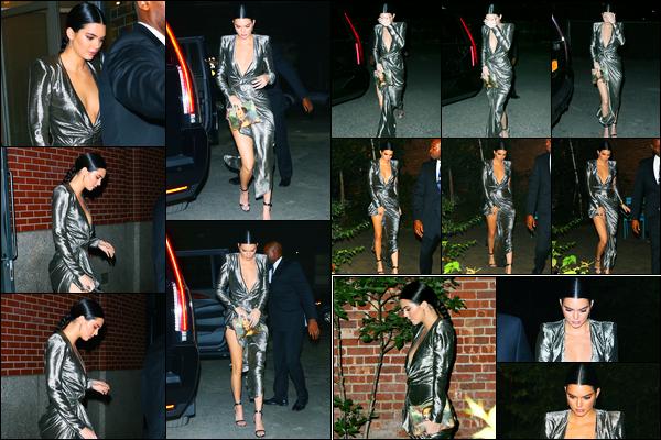 23.10.2017 ─ Kendall Jenner a été photographiée, alors, qu'elle se rendait à un événement, étant, à New-York C.Enfin des nouvelles de la belle mannequin, qui se fait plutôt discrète en ce moment on va dire. Concernant sa tenue, c'est un très beau top de ma part !