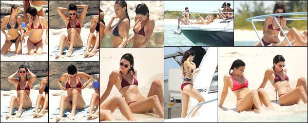 10.08.2016 ─ Kendall Jenner a été photographiée, pendant, qu'elle était sur la plage, en Îles Turques-et-Caïques.La jeune mannequin était donc là bas pour l'anniversaire de sa petite soeur, Kylie Jenner, et accompagnée de Hailey Baldwin et Bella Hadid. Un top !
