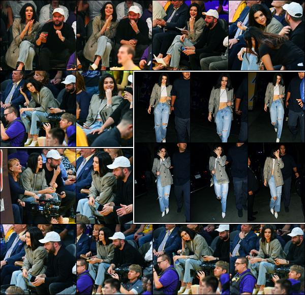 19.10.2017 ─ Kendall Jenner a été photographiée alors qu'elle était au match des Lakers/Clippers, à Los Angeles.La belle a ensuite été photographiée quittant le match. Après quelques jours sans nouvelles, ça fait plaisir. Concernant sa tenue, un jolie top de ma part !