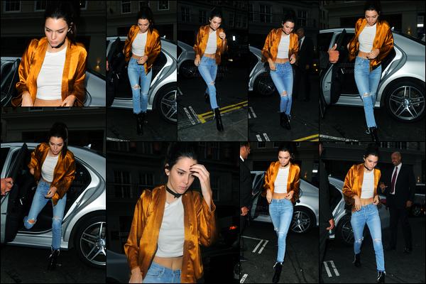 25.05.2016 ─ Kendall Jenner a été photographiée arrivant au restaurant «Nobu Berkeley» étant dans Londres, UK.La jeune mannequin est donc sortie, dans une tenue très simple pour aller dîner. Nous n'avons pas beaucoup de photos de cette sortie. C'est un top !