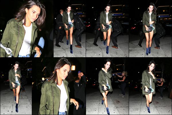 26.08.2016 ─ Kendall Jenner a été aperçue arrivant puis quittant le restaurant The Nice Guy au West Hollywood.La jeune mannequin a donc pris du bon temps avec ces amis. Concernant sa tenue, c'est décontracté mais c'est très jolie quand même, c'est un top