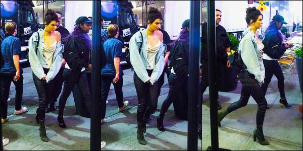 06.09.2016 ─ Kendall Jenner a été photographiée alors qu'elle quittait le «AirBnB», qui se situe, à New-York City.La jeune mannequin K. reprends à sortir un peu, cette fois, elle est dans la ville qui ne dort  jamais. Le soir elle a été vue dans NYC, sa tenue est top !
