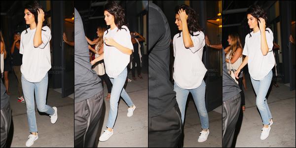 09.09.2016 ─ Kendall Jenner a été photographiée alors qu'elle arrivait à l'appartement «AirBnB» à New-York City.La jeune mannequin K. a ensuite été photographiée quittant l''appartement AirBnB dans la soirée, Kendall a même été vue dans New-York City. Top !