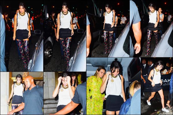 09.09.2016 ─ Kendall Jenner a été photographiée alors qu'elle arrivait à la boite de nuit 1Oak, dans New-York C.La jeune mannequin K. est donc aller s'amuser après avoir était à la cérémonie de Harper Bazar. Sa tenue est sympa mais j'aime pas les chaussures !