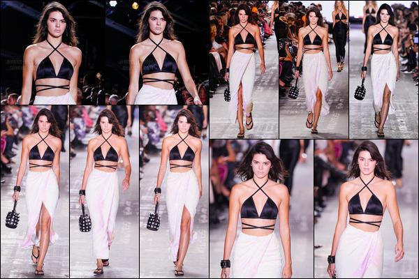 10.09.2016 ─ Kendall Jenner a défilé pour le styliste «Alexander Wang» pour Spring/Summer, à la fashion week.La jeune mannequin était radieuse lors du défilé. Plus tard dans la soirée, Kendall a été photographiée dans les rues de New-York City. C'est un top