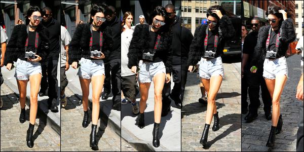 11.09.2016 ─ Kendall Jenner a été photographiée, alors, qu'elle quittait l'appartement «AirBnB» à New-York City.La jeune mannequin a ensuite été photographiée arrivant à l'appartement de Gigi Hadid. Concernant sa tenue, c'est un top de ma part ! Vous, avis?