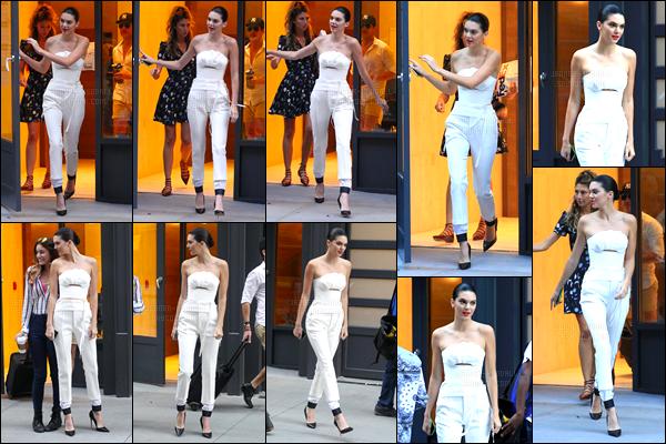 12.09.2016 ─ Kendall Jenner a été photographiée, alors, qu'elle quittait l'appartement «AirBnB» à New-York City.La jeune mannequin K. a ensuite été photographiée arrivant à Spring Studios toujours à New-York. Concernant sa tenue c'est un beau top ! Vos avis ?