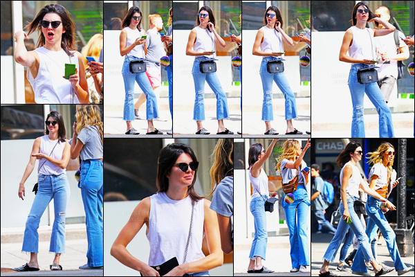 13.09.2016 ─ Kendall Jenner a été photographiée alors qu'elle se promenait, dans les rues, dans New-York City.La jeune mannequin été accompagnée d'une amie. Concernant sa tenue, c'est tout simple, mais j'aime bien sa tenue, c'est un top de ma part, avis?