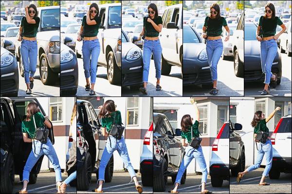 21.09.2016 ─ Kendall Jenner a été aperçue alors qu'elle arrivait à Shamrock Tattoo à Sunset Blvd dans Hollywood.La jeune mannequin n'est donc même à la fashion week de Milan. C'est dommage, reste à voir si elle participera à la fashion week de Paris ! Un top !