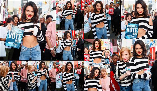 27.09.2016 ─ Kendall Jenner était présente au MTV's Total Registration Live, qui se déroulait, dans New-York C.La jeune mannequin est donc aller s'inscrire aux élections présidentielles en direct de l'émission ! Sa tenue est un top, elle est magnifique, vous, avis ?