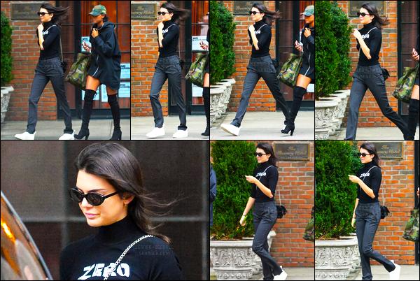 29.09.2016 ─ Kendall Jenner a été photographiée arrivant puis quittant son hôtel qui se situe dans New-York C.La jeune mannequin est arriver en tenue de sport puis elle est ressortie dans une nouvelle tenue. Qui est d'ailleurs très jolie à mon goût, vous, avis ?