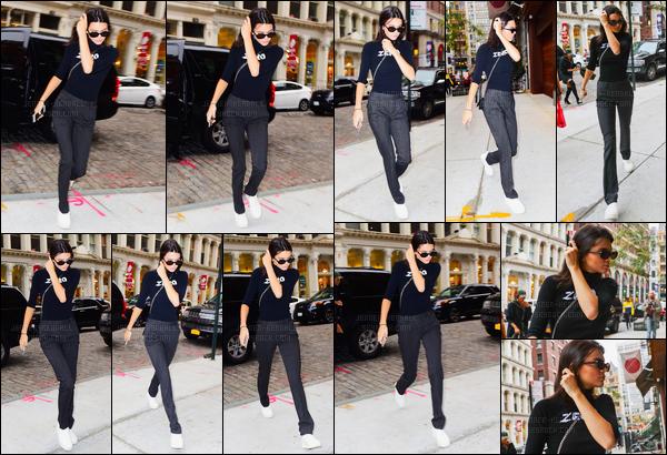29.09.2016 ─ Kendall Jenner a été aperçue arrivant puis quittant l'appartement de Gigi Hadid à New-York City.La jeune mannequin est ressortie tard dans la soirée accompagnée de la soeur de Gigi, Bella Hadid. Sa tenue est la même qu'auparavant ! Un top !