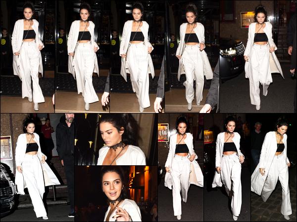 01.10.2016 ─ Kendall Jenner a été photographiée alors qu'elle se promenait, dans les rues, de la ville dans Paris.La jeune mannequin est donc bien arrivée à Paris. Concernant sa tenue avec une petite touche de noir, c'est un très beau top, pour ma part, vous ?