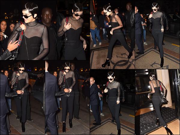 02.10.2016 ─ Kendall Jenner a été photographiée arrivant puis quittant son hôtel «George V», qui est dans Paris.Après s'être changé, Kendall a de nouveau été photographiée quittant son hôtel et le regagnant. Sa tenue est un top de ma part, et vous, vos avis ?