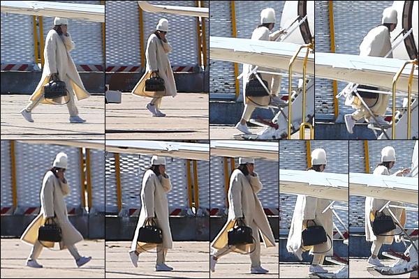 02.10.2016 ─ Kendall Jenner a été photographiée alors qu'elle était à un aéroport, qui est, dans Paris, en France.Kendall J. s'est donc envoler pour rentrer chez elle, suite à l'agression de sa soeur je présume. Cachée sous un bonnet et vêtue d'un long manteau...