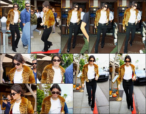 12.10.2016 ─ Kendall Jenner a été photographiée, alors, qu'elle quittait le restaurant « Il Pastaio » à Beverly Hills.Kendall Jenner a ensuite été photographiée arrivant à Barneys New York à Beverly Hills. Concernant la tenue elle est jolie mise à part la veste. Un top