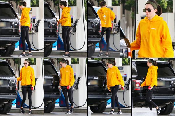 21.10.2016 ─ Kendall Jenner a été photographiée, pendant, qu'elle était à l'équitation, étant, dans Santa Monica.C'est en compagnie de Gigi Hadid que la belle a été vue. Plus tôt dans la journée, la belle a été photographiée à une station d'essence. Deux tops !