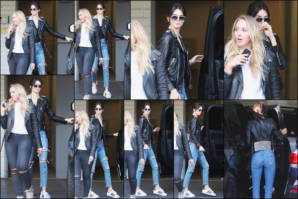01.11.2016 ─ Kendall Jenner a été photographiée alors qu'elle se promenait dans les rues étant dans Beverly Hills.Kendall J. a ensuite été photographiée alors qu'elle quittait un nail salon qui était à Beverly Hills. Concernant sa tenue, c'est un top de ma part ! Avis ?!