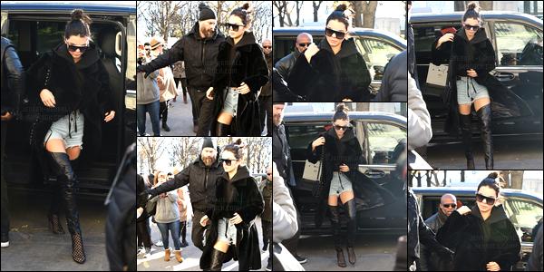 29.11.2016 ─ Kendall Jenner a été photographiée, alors qu'elle quittait son hôtel le Mandarin Hotel dans Paris FR.Elle ne s'arrête plus la jeune mannequin ! Elle a quittée son hôtel dans la matinée afin de se rendre au Grand Palais. Sa tenue est un top de ma part