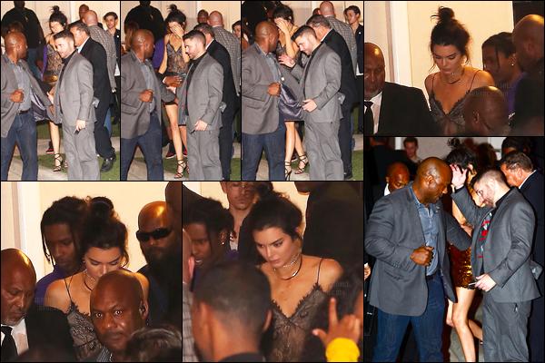 02.12.2016 ─ Kendall Jenner a été photographiée, alors, qu'elle quittait E11even, étant dans la ville dans Miami.Elle enchaîne les sorties notre belle mannequin ! Malheureusement, elle se cache et nous avons très peu de photos.. On ne voit même pas la tenue.