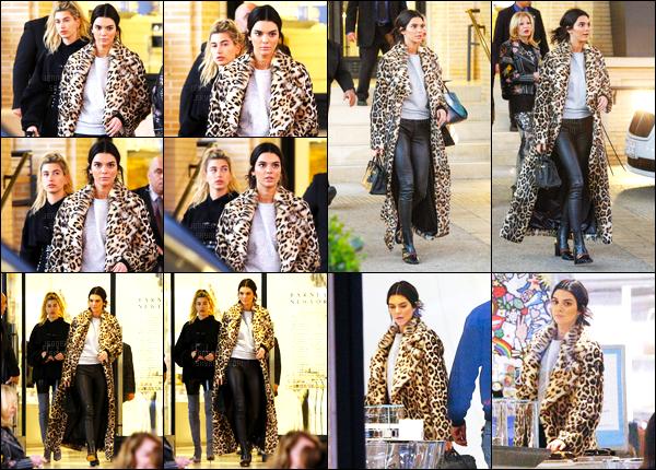 07.12.2016 ─ Kendall Jenner a été photographiée arrivant puis quittant le Barney's, qui était, dans Beverly Hills.Kendall Jenner été en compagnie de son amie Hailey Baldwin... Concernant sa tenue, son manteau c'est du déja vu, mais ça va, c'est donc un top !