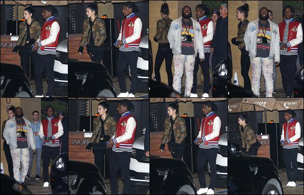 11.12.2016 ─ Kendall Jenner a été photographiée alors qu'elle quittait le restaurant Nobu, se situant dans Malibu.C'est accompagnée de ses amies que la jeune mannequin a été photographiée... Concernant sa tenue, c'est un beau top de ma part, et vous,  avis ?