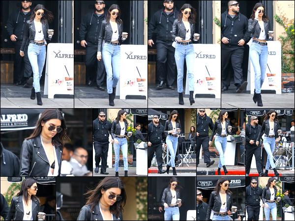 15.12.2016 ─ Kendall Jenner a été photographiée, alors, qu'elle quittait le Alfred Coffee, étant, dans Beverly Hills.Sortie café à la main et lunette de soleil sur lez nez, la belle brunette nous a fait, concernant la tenue, un très beau top à mon goût ! C'est donc top !
