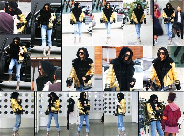 02.01.2017 ─ Kendall Jenner a été vue arrivant et quittant Maxfield to Maxfield Temporary dans West Hollywood.La jeune mannequin a été faire un peu de shopping en ce début d'année. Accompagnée de son chien, la belle brune nous a fait un jolie top pour moi