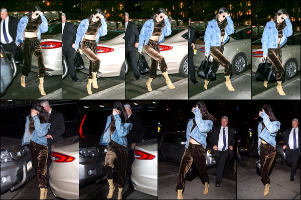 12.01.2017 ─ Kendall Jenner a été photographiée alors qu'elle quittait l'aéroport de JFK, étant, dans New-York C.Kendall a ensuite été photographiée alors qu'elle arrivait à l'appartement de Kanye West... Concernant sa tenue, ce n'est pas mon style, c'est un bof !