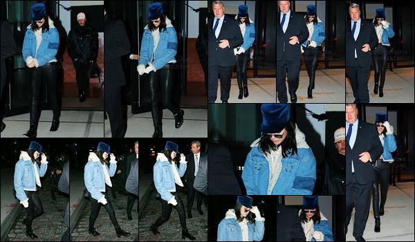 15.01.2017 ─ Kendall Jenner a été aperçue arrivant puis quittant l'appartement de Gigi Hadid dans New-York City.Cela faisait un moment qu'on avait pas eu le droit à Kendall qui rend une visite à Gigi H. C'est accompagné d'un garde du corps que Kendall a été vue.