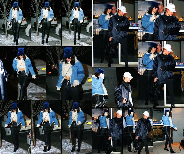 15.01.2017 ─ Kendall Jenner a été photographiée arrivant puis quittant un restaurant avec Hailey Baldwin à Soho.Après avoir rendue visite à son amie Gigi Hadid, c'est avec la mannequin Hailey Baldwin qu'elle a été vue. Concernant sa tenue c'est top pour ma part