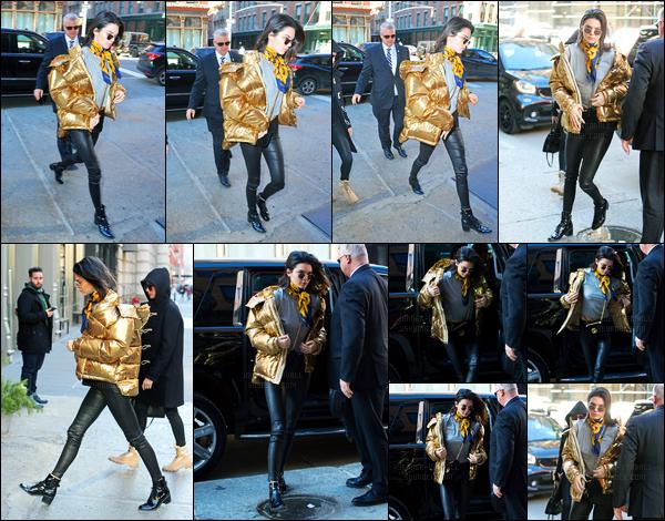 16.01.2017 ─ Kendall Jenner a été photographiée, alors, qu'elle quittait l'appartement de Kanye West, dans Soho.Elle enchaîne les sorties en ce moment la brunette ! Un peu plus tard, Kendall J. arrivait à Bubby's puis ensuite dans un magasin dans New-York City.