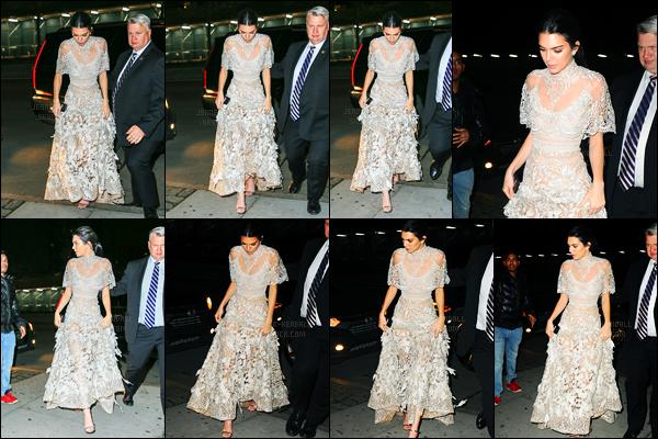 16.01.2017 ─ Kendall Jenner a été aperçue alors qu'elle se rendait sur le tournage de «Ocean's 8» dans New-York.La belle a ensuite été photographiée arrivant à l'appartement de Kanye, dans New-York City. Concernant sa tenue, c'est un gros top de ma part, avis ?