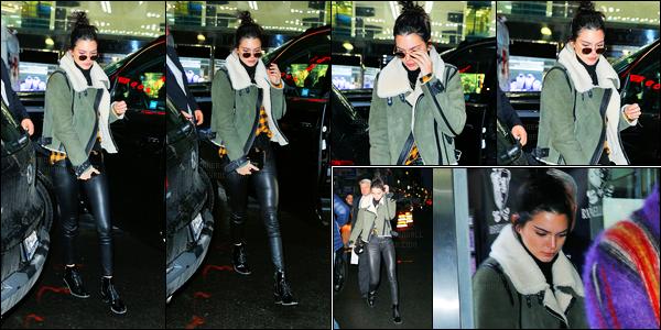 17.01.2017 ─ Kendall Jenner a été photographiée alors qu'elle arrivait à Rafaello & Co, étant dans New-York City.La magnifique brunette été accompagné de son ami, le rappeur Asap Rocky.. Concernant sa tenue, c'est toujours la même, je suis fan de son haut !