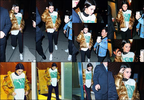 18.01.2017 ─ Kendall Jenner a été aperçue arrivant puis quittant l'appartement de Kanye West dans New-York C.La belle enchaîne les sorties en ce moment. Concernant la première tenue, je n'aime pas du tout son blouson rouge. Je préfère la 2e tenue de Ken'.