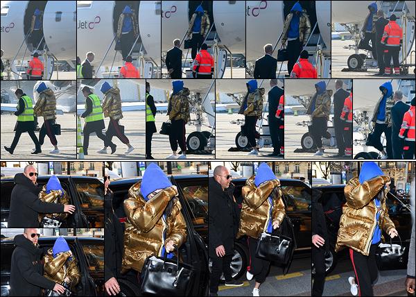 19.01.2017 ─ Kendall Jenner a été photographiée alors qu'elle arrivait à l'aéroport, par un jet privé dans Paris FR.Un peu plus tard, Kendall a été photographiée arrivant à son hôtel. Concernant la tenue, c'est décontracté, et je ne suis pas très fan, c'est donc flop.