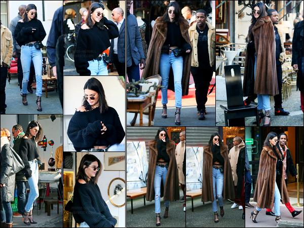 22.01.2017 ─ Kendall Jenner a été photographiée alors qu'elle était au flea market, étant dans la ville dans Paris.Accompagné d'un ami et d'un garde du corps, la belle n'avait pas l'air d'avoir froid, vu qu'elle était peu couverte... Concernant la tenue, un beau top.