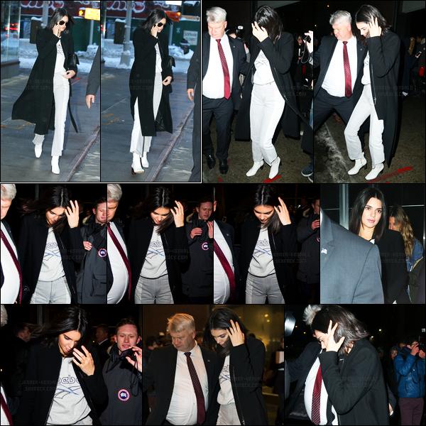 09.02.2017 ─ Kendall Jenner a été photographiée quittant l'appartement de Daniel Chetrita, dans New-York City.Kendall a ensuite été photographiée dans les rues de New-York. Concernant sa  tenue, c'est un jolie top de ma part, dommage que Kendall se cache..