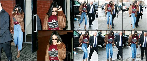 11.02.2017 ─ Kendall Jenner a défilé pour le styliste « Alexander Wang », collection fall/winter, à la fashion week.Un peu plus tôt elle a été photographiée quittant le The Mercer Hotel puis arrivant au défilé. Concernant sa tenue, c'est un top de ma part. Vos avis ?