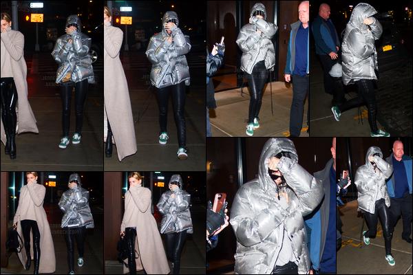 12.02.2017 ─ Kendall Jenner a été photographiée alors qu'elle quittait «The Mercer Hotel» étant dans Manhattan.Accompagnée de son amie, Hailey Baldwin, Kendall a ensuite été vue arrivant au «Bar Pitti» puis arrivant et quittant l'appartement de Daniel Chetrit..