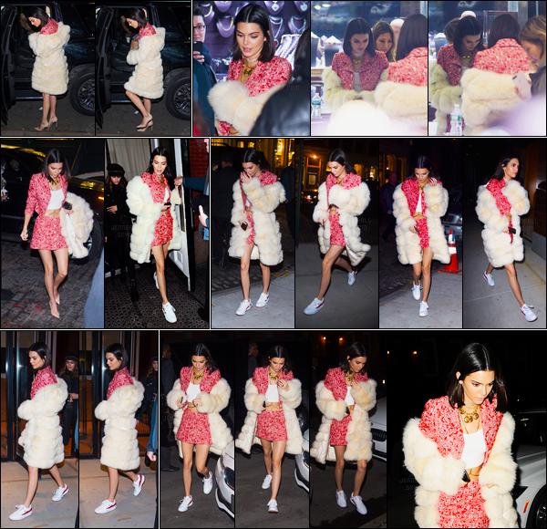 14.02.2017 ─ Kendall Jenner a été photographiée arrivant au «Sashka Jewelry store», étant, dans New-York City.Puis plus tard elle a été photographiée arrivant et quittant son hôtel pour rendre visite à Daniel Chetrit puis pour finir la journée elle est allée à Lucali !