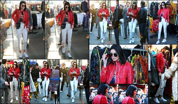 18.02.2017 ─ Kendall Jenner a été photographiée, alors, qu'elle était au magasin, Portobello Road, dans Londres.La jolie mannequin été seule faisant les boutiques... Accompagné surtout de son look à la cow-boy, sa tenue est pour ma part, un jolie top.. Vos avis ?