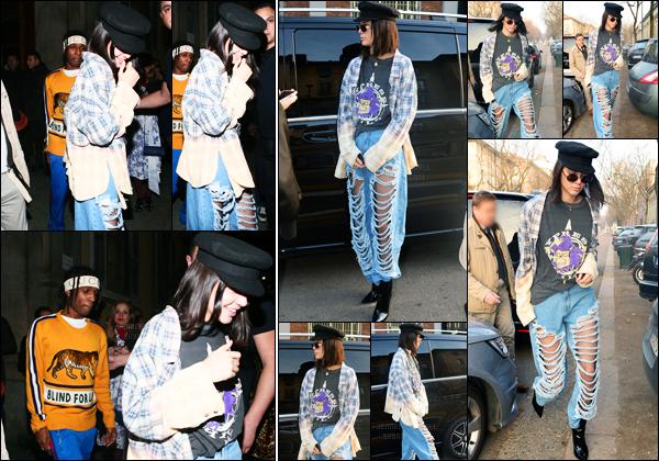 22.02.2017 ─ Kendall Jenner a été photographiée alors qu'elle se promenait, dans les rues, dans Milan en Italie.Un peu plus tard, elle a été vue quittant l'after party de Gucci... Concenant sa tenue, c'est un flop de ma part, je n'aime pas du tout la tenue, avis ?