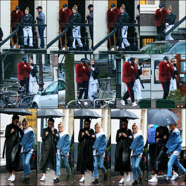 26.02.2017 ─ Kendall Jenner a été photographiée pendant qu'elle se promenait, dans les rues, dans Amsterdam.Kendall Jenner été accompagnée de son amie, Hailey Baldwin. Le lendemain, également elle se baladait de nouveau.. Et c'est deux tenues très bof !