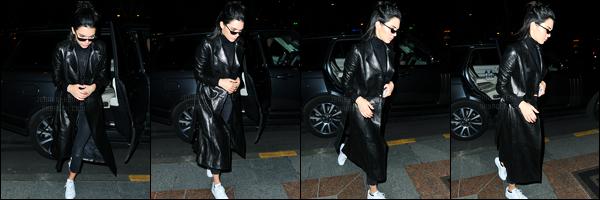 27.02.2017 ─ Kendall Jenner a été photographiée, alors, qu'elle quittait l'aéroport Charles de Gaulle, dans Paris.Kendall Jenner est donc arrivée en France, pour la fashion week qui commence demain jusqu'au 8 mars... Concernant sa tenue, c'est un petit top !