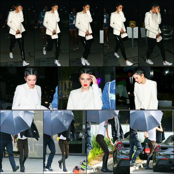 10.03.2017 ─ Kendall Jenner a été photographiée alors qu'elle quittait le magasin Guess, étant dans Los Angeles.Kendall J a été photographiée un peu plus tôt, quittant un studio à Westlake Village. Concernant sa tenue, c'est un top de ma part ! Et vous, vos avis ?