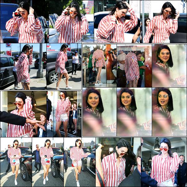 30.03.2017 ─ Kendall Jenner a été photographiée arrivant et quittant le restaurant Cuvée étant à West Hollywood.La belle K. a rejoint Kim Kardashian pour déjeuner. Elle avait l'air de très bonne humeur notre Kendall J. ! Concernant sa tenue, c'est un top de ma part !