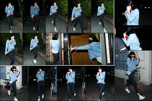 12.04.2017 ─ Kendall Jenner a été photographiée arrivant puis quittant le restaurant Matsuhisa dans Beverly Hills.Nous avons malheureusement peu de photos de la belle que ce soit l'arrivé ou la sortie, c'est dommage. Concernant sa tenue, c'est un top de ma part.