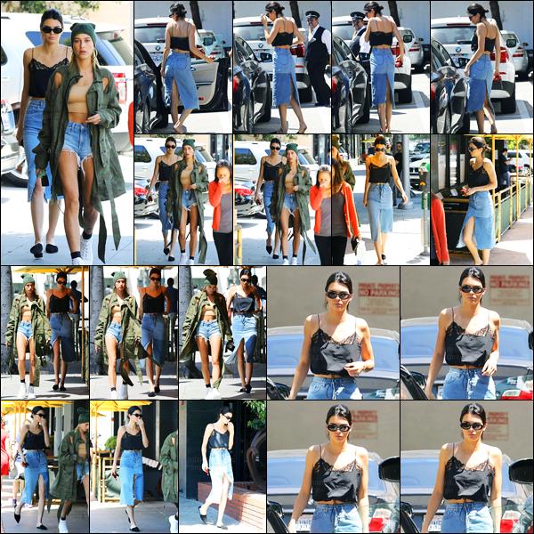 18.04.2017 ─ Kendall Jenner a été photographiée arrivant puis quittant le Honor Bar, étant dans Beverly Hills, CA.Notre belle mannequin été photographiée en compagnie de Hailey Baldwin. Concernant sa tenue, ça change de d'habitude, c'est un beau top pour moi