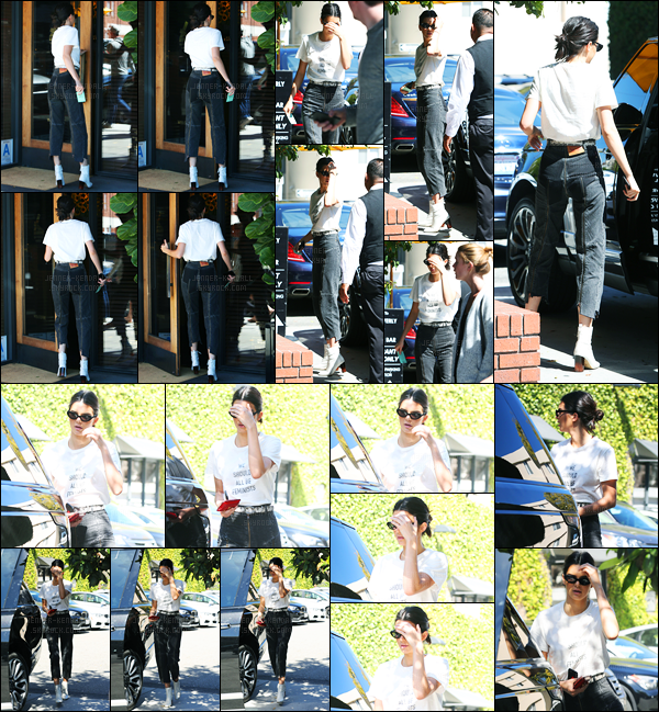 20.04.2017 ─ Kendall Jenner a été photographiée arrivant puis quittant le Honor Bar, étant dans Beverly Hills, CA.La belle mannequin a encore une fois été photographiée quittant le restaurant.. Concernant sa tenue, c'est un beau top de ma part, et vous, vos avis ?